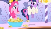Pinkie Pie scares Twilight S1E20