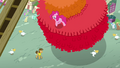 Pinkie walking on piñata S4E12.png