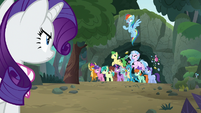 Rainbow Dash shouting angrily at Rarity S8E17