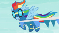 Rainbow gets caught in a banner S6E7