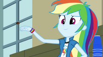 Rainbow throws chocolate chip at Twilight EG2