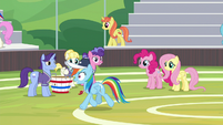 Rainbow trots past the buckball team S9E15