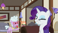 Rarity winking at Davenport S7E19