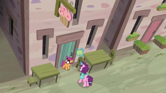 File:Scootaloo and Sugar Belle arrive at the bakery S7E8.png
