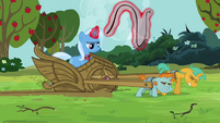 Snips and Snails continues pulling Trixie's carriage S3E05