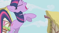 Twilight telling Pinkie to run S1E04