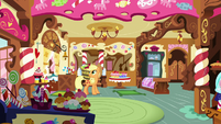 Applejack hears Pinkie Pie's scream S7E23