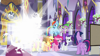 Discord materializing next to Mane Six S9E17