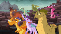 Dragons look at each other in confusion S6E5