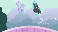 Pegasi watching the Breezies S4E16