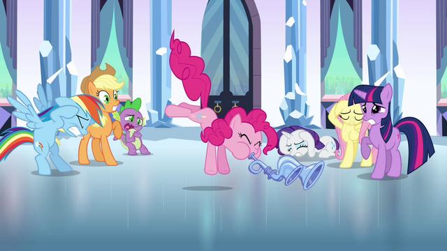 Файл:Pinkie Pie playing the flugelhorn S3E1.png