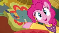 Pinkie presenting Tasty Treat's original sign S6E12