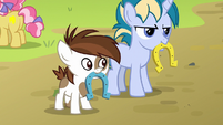 Pipsqueak and Skeedaddle playing horseshoes S7E21