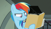Rainbow Dash reading the southern village's name S7E18