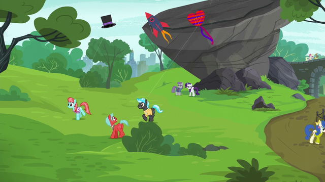 File:Rarity calling out to Pinkie Pie S6E3.png