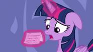 S06E22 Twilight czyta notkę od Rarity
