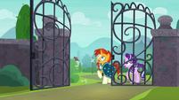 Starlight and Sunburst hear the gate voice S8E8