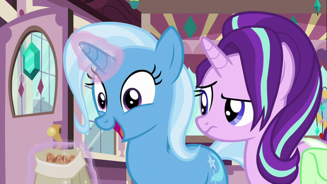 File:Trixie happily eating cinnamon nuts S7E2.png
