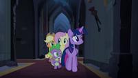 Twilight e suas amigas seguem o som do órgão T4E03