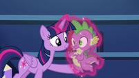 Twilight levitates Spike to her S5E22