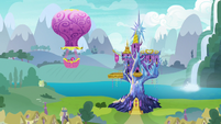 Twinkling Balloon approaches Twilight's castle S7E11