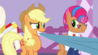 Applejack and Starstreak smiling together S7E9