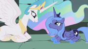 Princess Celestia offers her friendship to Princess Luna S01E02