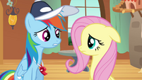 Rainbow Dash talking to Fluttershy S2E22