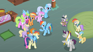 Rainbow Dash with her fans S2E08