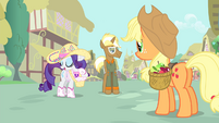 Rarity 'it's hauling apples!' S4E13