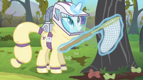 Rarity about to catch the bats with a net S4E07