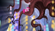 S05E19 Pinkie na żyrandolu