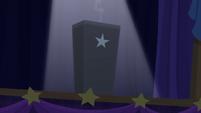 Spotlight shines on the black box S6E6