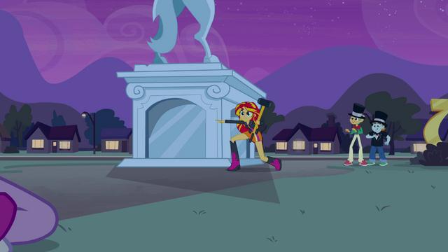Plik:Sunset pointing at the portal EG.png