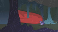 Twilight enters the cave S1E07