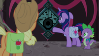 Twilight pointing at the magic lock S8E25