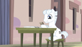 Double Diamond eating a muffin S5E1.png