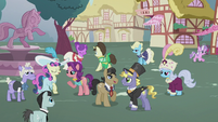 Filthy and Spoiled mingling in the statue square S5E18