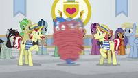 Flam spinning unicorn stallion around S8E16
