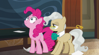 Pinkie keeping her face scrunchy S5E19