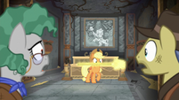 Rockhoof's shovel glows in Applejack's mouth S7E25