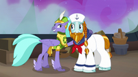 Seaspray puts an arm around Rockhoof S8E21