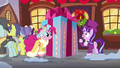 Snowfall Frost looking at large-sized present S6E8.png