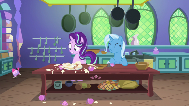 File:Starlight watches teacup poodle run off S7E2.png