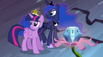 Twilight and Luna listening to Celestia S4E2