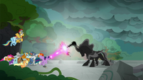 Twilight clashes with the Pony of Shadows S7E26