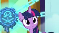 Twilight hears Princess Celestia arrive S8E2