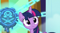 Twilight hears Princess Celestia arrive S8E2