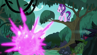 Twilight teleports out of the forest S6E21