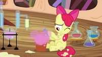 Apple Bloom mixes one last potion S4E15